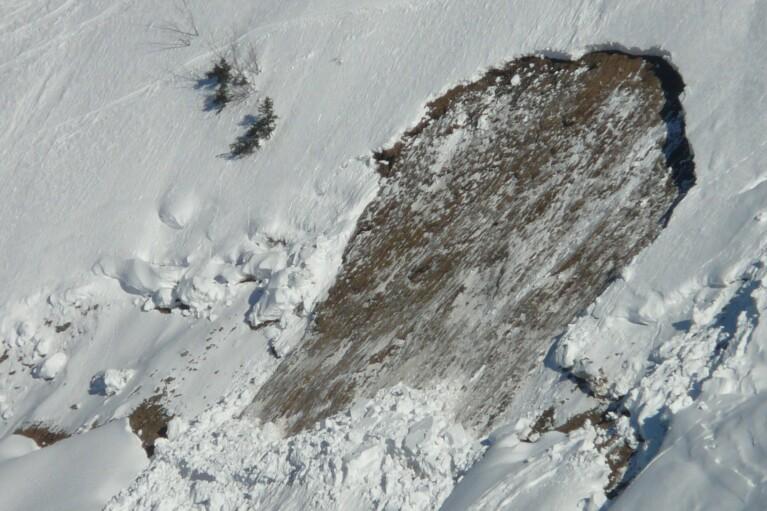 ГСЧС предупреждает: на высокогорье Карпат все еще возможны лавины