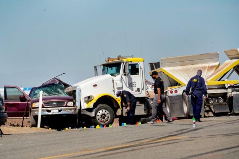 В жутком ДТП в Калифорнии погибли 15 человек (ФОТО, ВИДЕО)