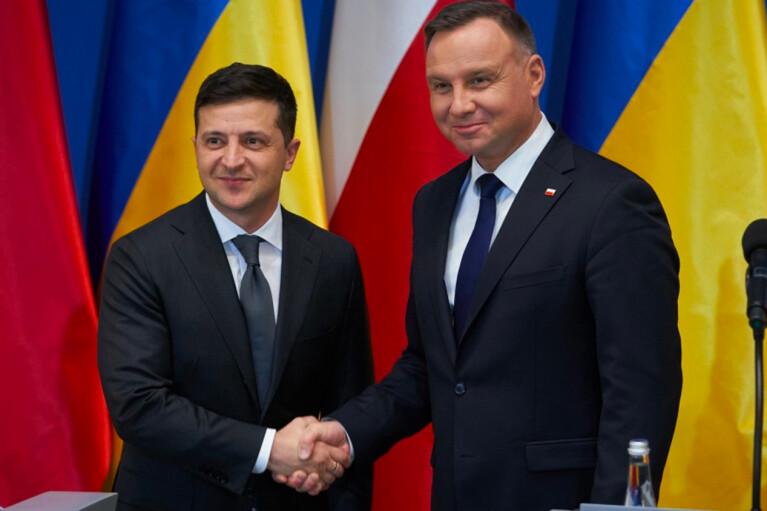 Зеленский обсудил с Дудой пандемию, Донбасс и День независимости