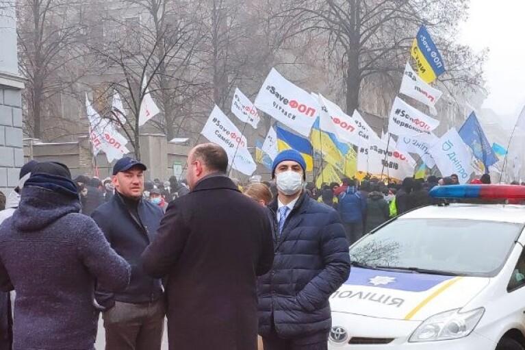 Возле Верховной Рады произошли столкновения полиции и митингующих (ВИДЕО)