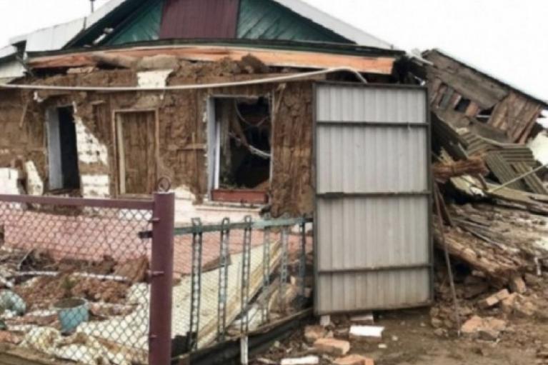 У Донецьку через негоду стався обвал житлового будинку (ФОТО)