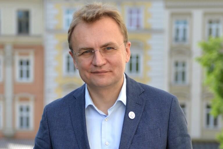 """Власти Львова продлили карантин, но разрешили """"летние площадки"""""""
