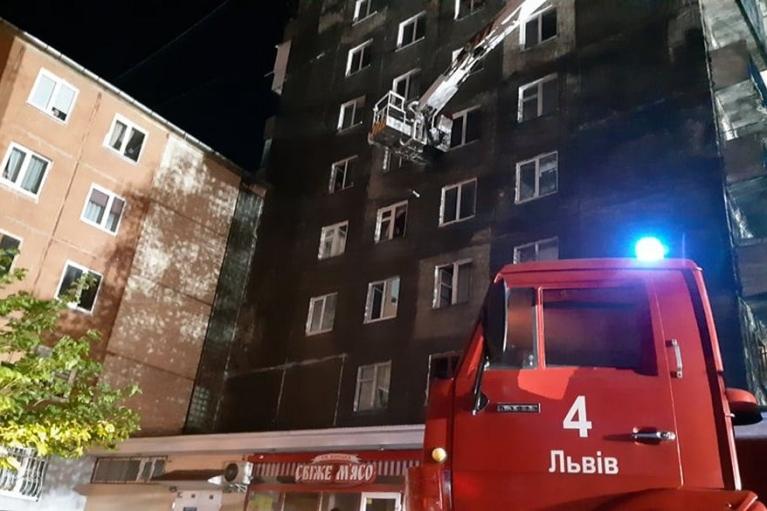 Во Львове во время пожара из многоэтажки эвакуировали более 100 человек