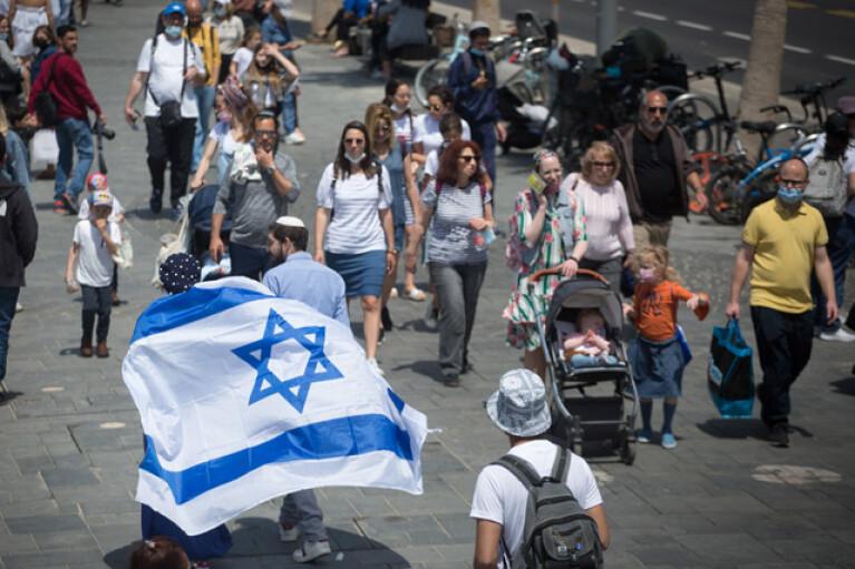 Коронавірус у світі: Ізраїль скасовує обов'язкове носіння масок на вулиці