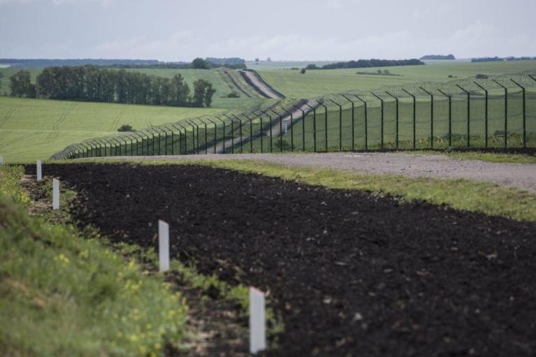 """Готова на 51,4%: В ГПСУ рассказали, сколько денег уже """"съела"""" стена на границе с РФ"""