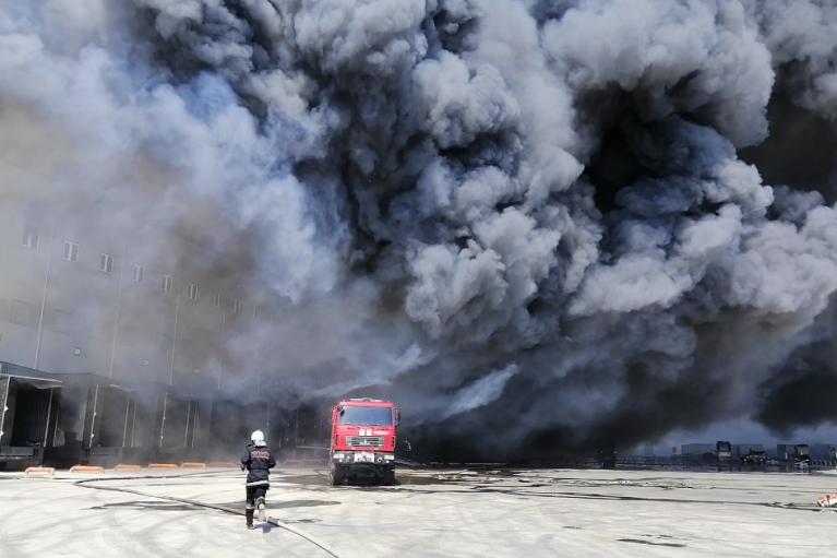 Пожежу на складі під Одесою ліквідували (ФОТО, ВІДЕО)