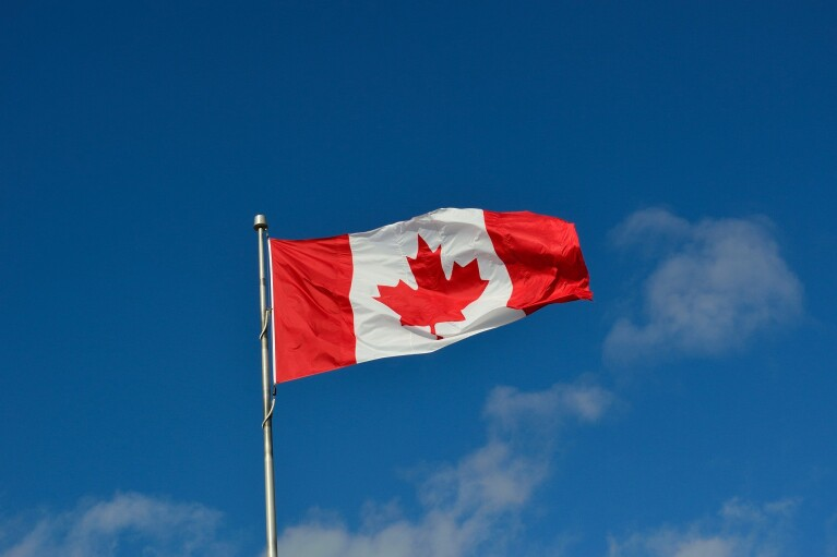 Канада еще на месяц продлила запрет на въезд иностранцев