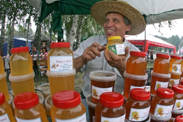 Сладким намазано. Когда украинский мед начнут есть  не только в Европе и США