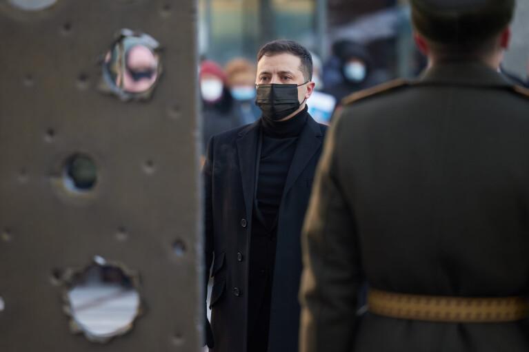 Зеленський вшанував пам'ять воїнів, які загинули за незалежність України (ФОТО)