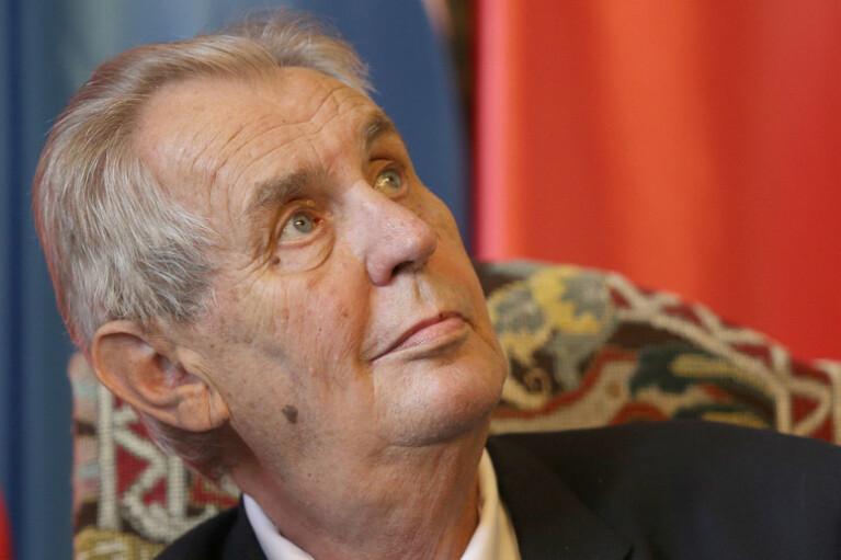 Президент Чехії попросив у Путіна COVID-вакцину