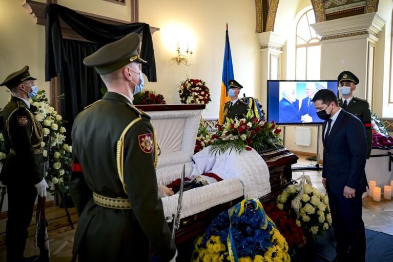 Зеленский пришел на прощание с первым главой МИД Украины (ФОТО)
