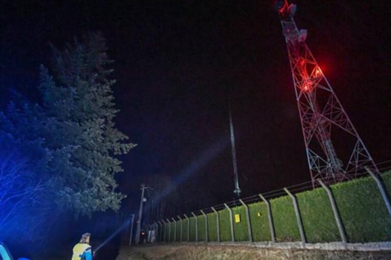 """""""За шум вітру і спів пташок"""": у Франції через підпал вежі півтора мільйона людей лишились без зв'язку"""