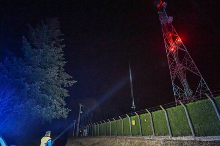 """За шум ветра и пение птиц"": во Франции из-за поджога башни полтора миллиона человек остались без связи"