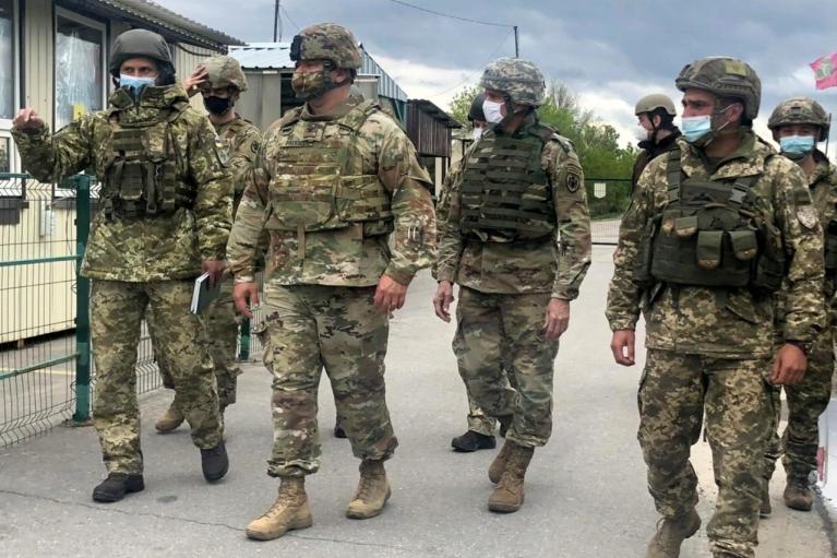 Военные дипломаты США лично убедились в присутствии российских войск на Донбассе (ФОТО)
