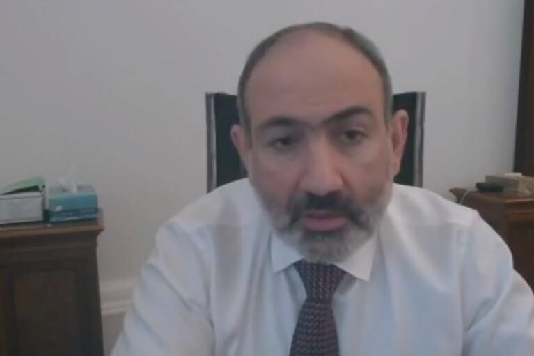 Пашинян в ответ на требования военных об отставке уволил начальника Генштаба