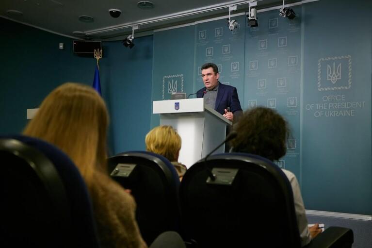 """""""Засоби масового знищення"""": Данілов дав невтішне визначення проросійським телеканалам"""