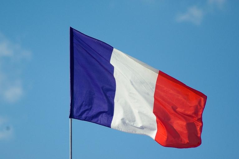 """Французский парламент окончательно одобрил закон против """"исламистского сепаратизма"""""""