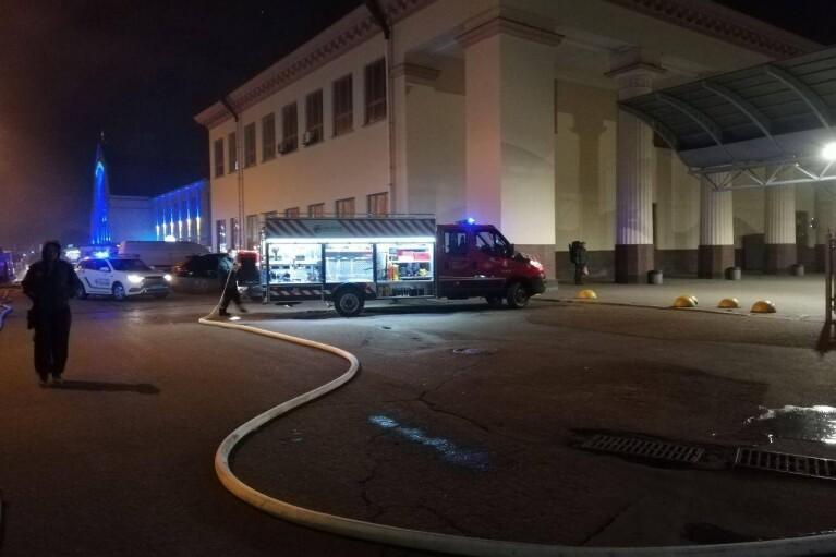 Біля приміського вокзалу Києва сталася пожежа (ФОТО)