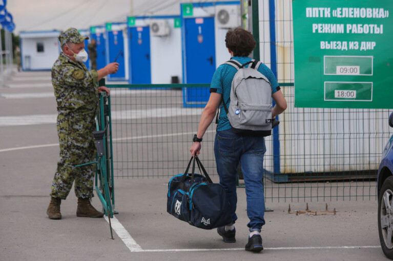 """Ловушка для пенсионеров. Почему """"границы ДНР"""" закрыли на замок"""