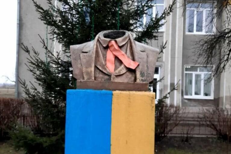 На Прикарпатье разыскали вандалов, повредивших памятник Тарасу Шевченко