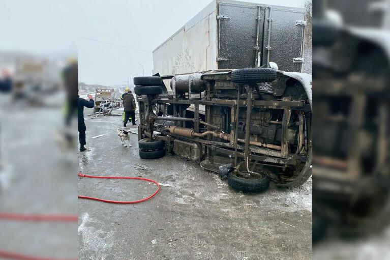 На Дніпропетровщині зіткнулись дві вантажівки: є загиблі (ФОТО)