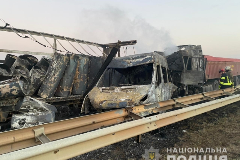 "На трасі ""Київ – Одеса"" сталася масштабна ДТП: троє загиблих"