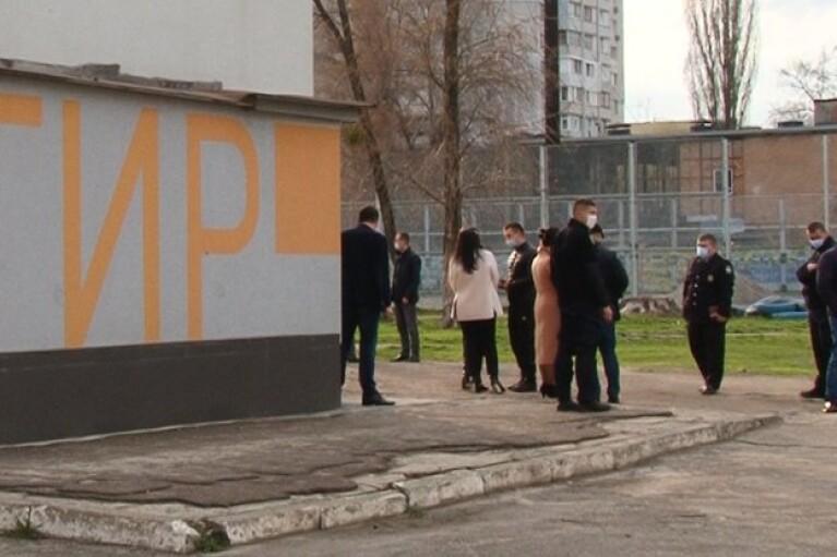 Стан черкаського школяра, який на занятті дістав кульове поранення в голову, вкрай важкий
