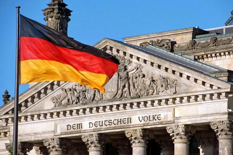 На выборах в Германии уверенно победили социал-демократы