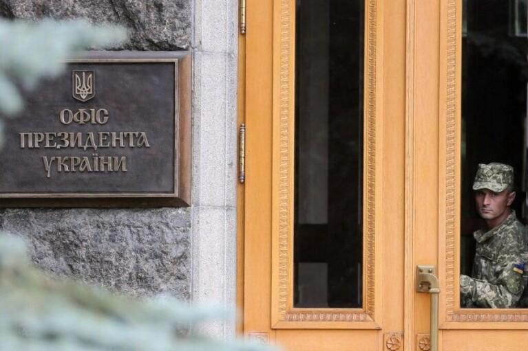 Стало известно, кого из чиновников вакцинируют после Зеленского