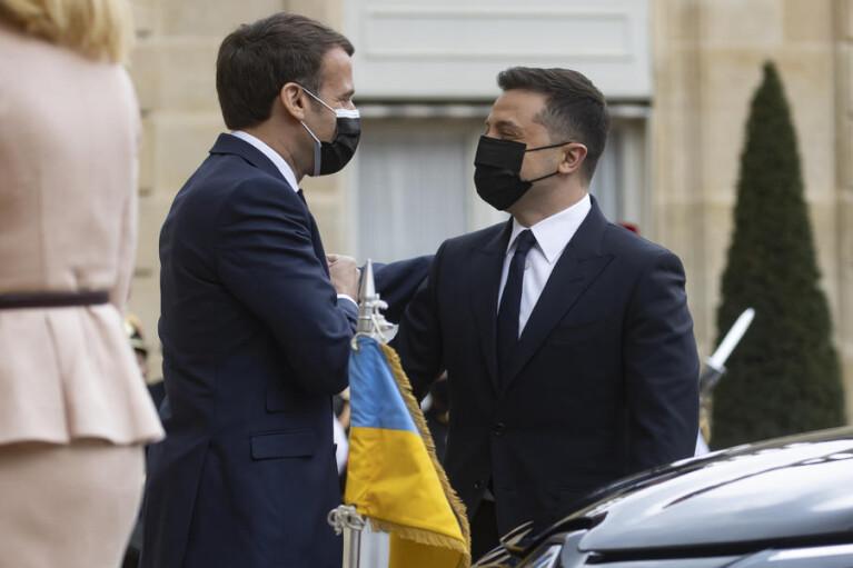 Броманс с Макроном за спиной у Меркель. Зачем Зеленский съездил в Париж