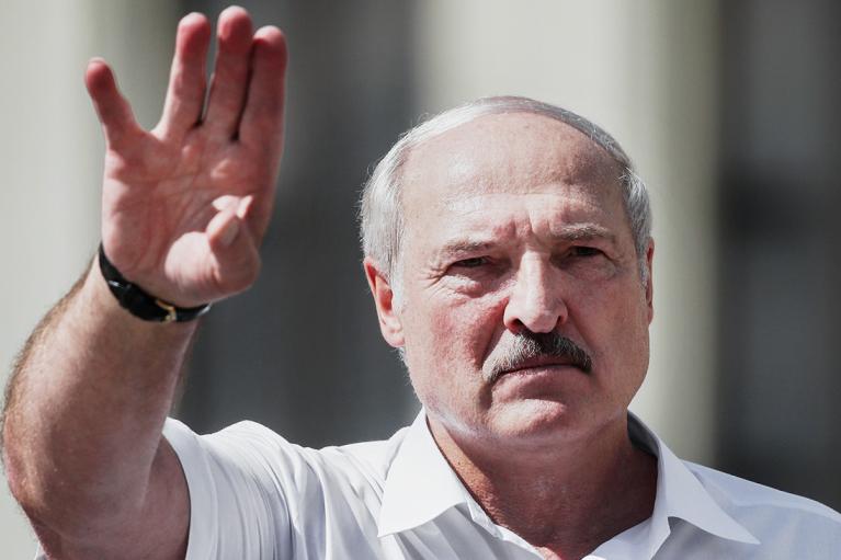 """Лукашенко припустив, що COVID-19 здатний """"перемогти"""" рак"""