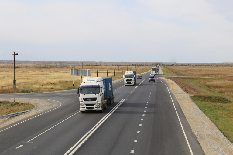 З 1 червня фурам заборонять їздити по держдорогам України в спеку
