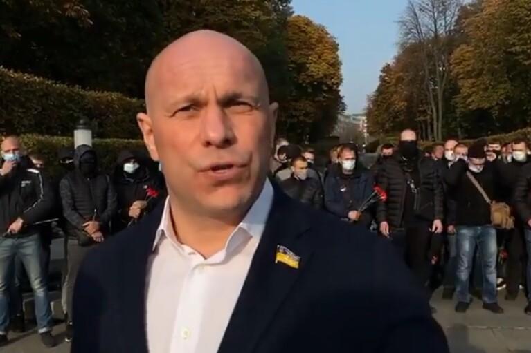 """Кива нагнал """"спортсменов"""" к могиле Неизвестного солдата и оскорбил Западную Украину (ВИДЕО)"""
