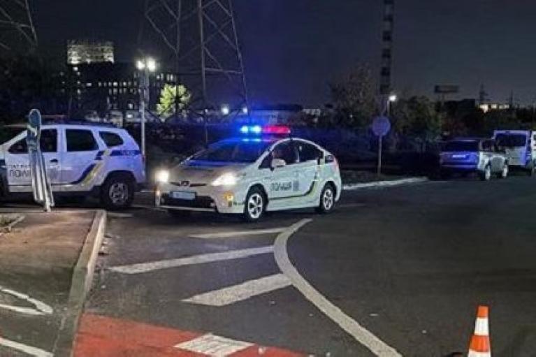 У Києві п'яний на вантажівці збив двох пішоходів: журналіст Зінченко госпіталізований, його друг загинув (ФОТО)