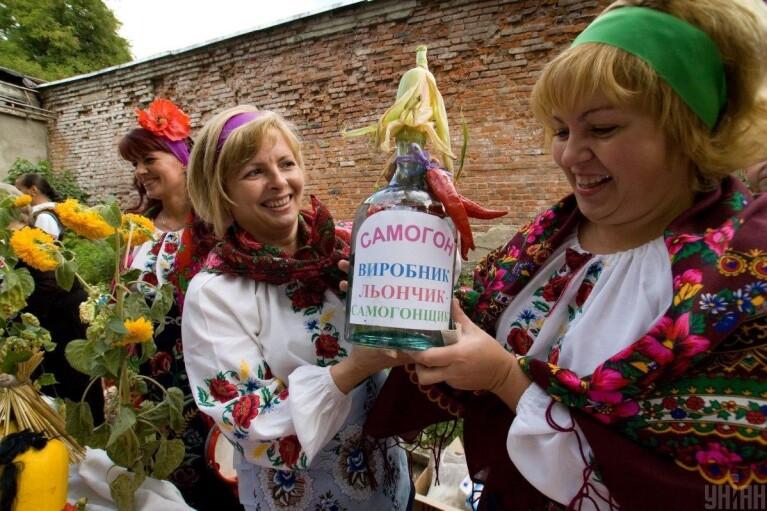 """Крафтовый самогон. Как """"слуги"""" хотят порадовать украинцев"""