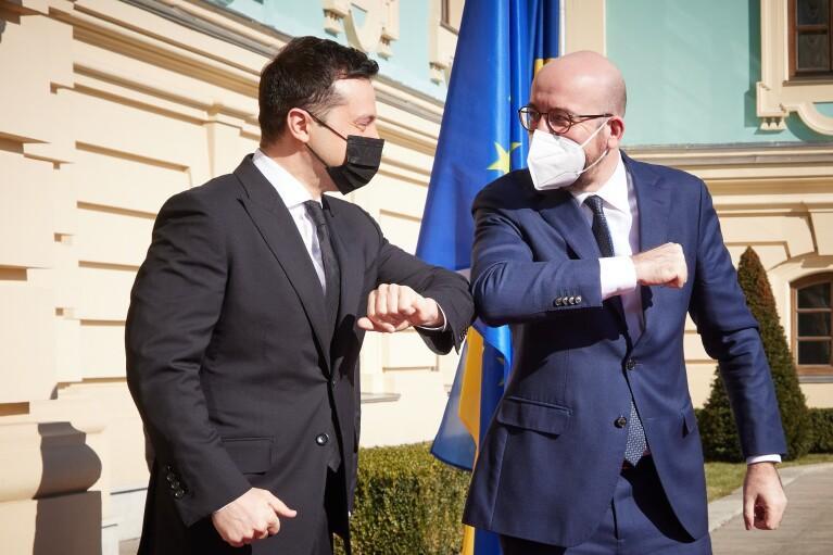 Зеленский проинформировал главу Евросовета о ситуации на востоке Украины