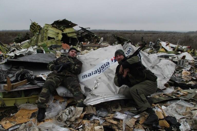 В Нидерландах обнародовали подробности первых часов после катастрофы МН17