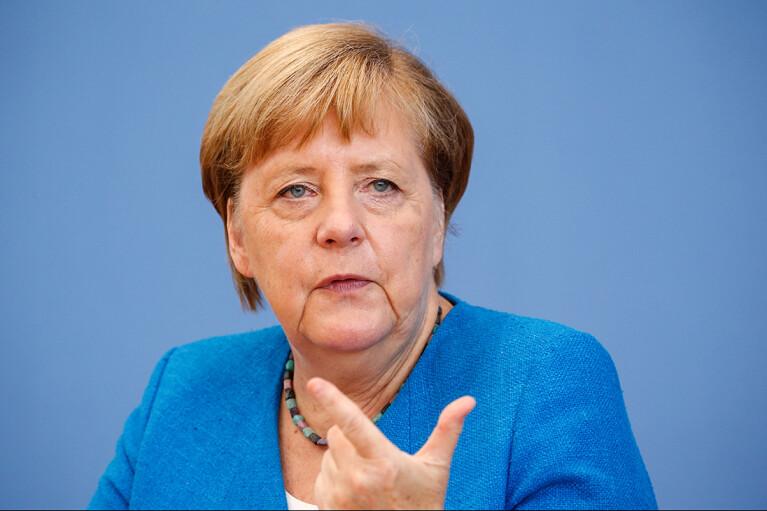 Меркель продовжує наполягати на переговорах з Кремлем