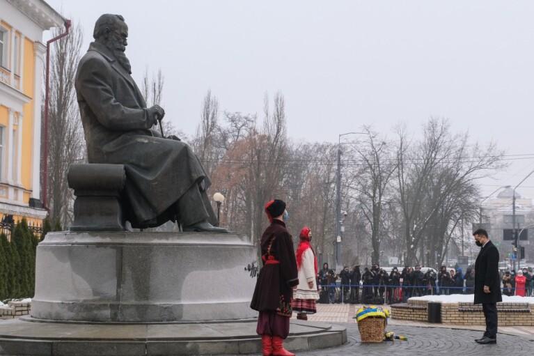 Керівництво України на чолі з Зеленським вшанувало пам'ять Грушевського та Героїв Небесної Сотні (ФОТО)
