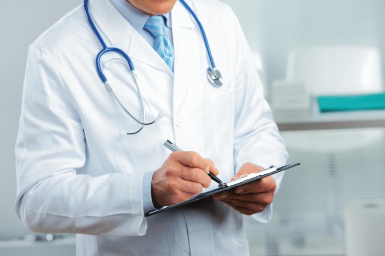 У Сумах викрили сімейного лікаря, який торгував COVID-сертифікатами
