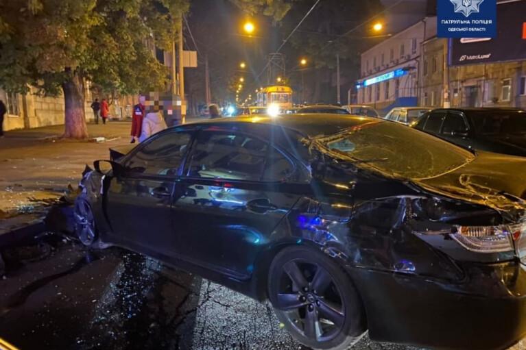 """В Одесі """"швидка"""" потрапила в ДТП і перекинулася (ФОТО)"""