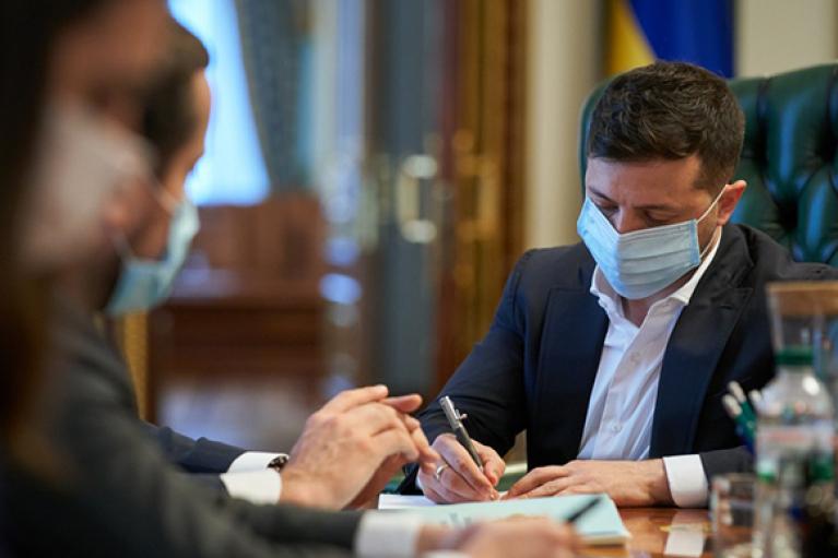 """Президент ответил на петицию об уголовной ответственности за """"принудительную вакцинацию"""""""