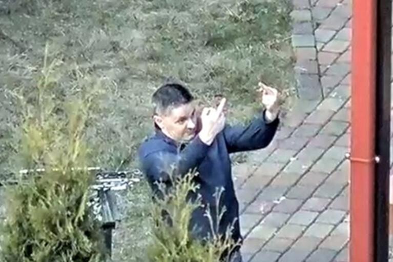 Російський дипломат в Латвії на вечірці на карантині показував незадоволеним непристойні жести (ФОТО)