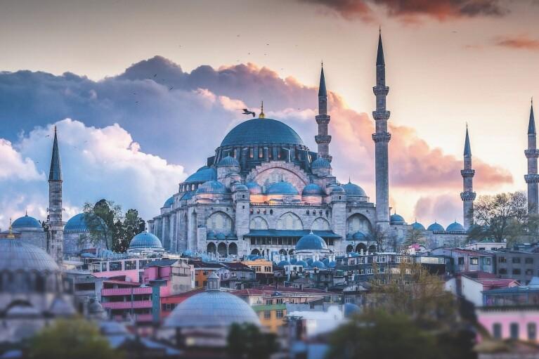 """На 8 березня """"слуги"""" на три дні рвонуть до Туреччини: подробиці"""