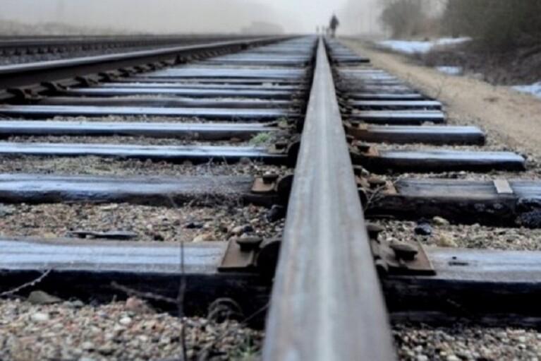 В Одессе 13-летняя девочка после телефонного разговора бросилась под поезд