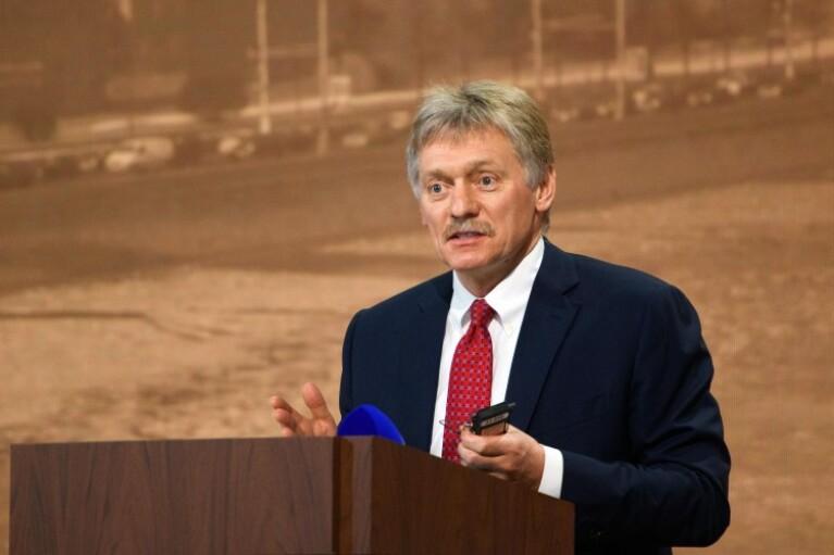 В Кремле возмутились новым санкциям США и ЕС, пообещав симметричный ответ