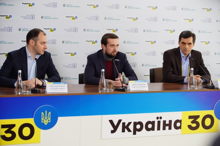 """Дарницкий мост введут в эксплуатацию в 2021: подписан меморандум между """"УЗ"""" и """"Укравтодором"""""""