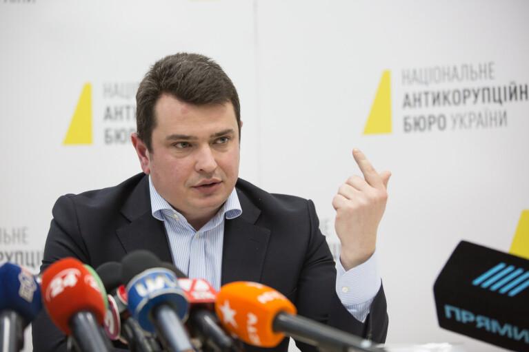 """Халтурные повестки. Зачем """"профессионалы"""" из НАБУ объявляют в розыск судей, которые не прячутся"""