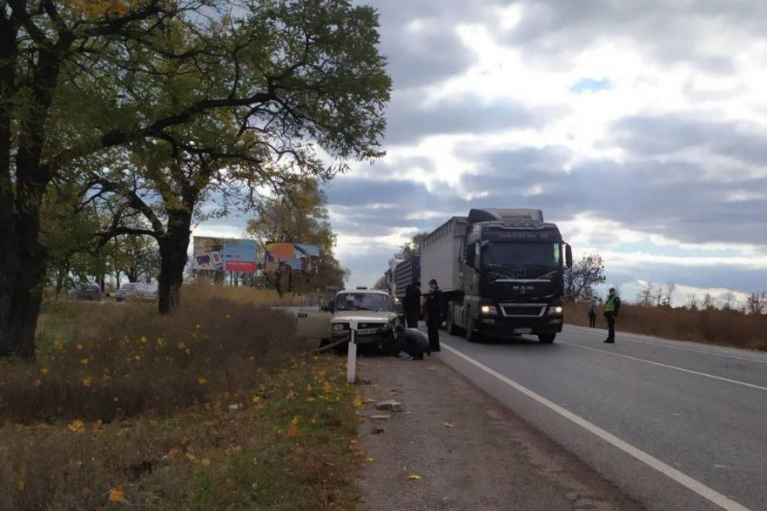 Массовое ДТП на Днепропетровщине: на трассе столкнулись четыре автомобиля (ФОТО)