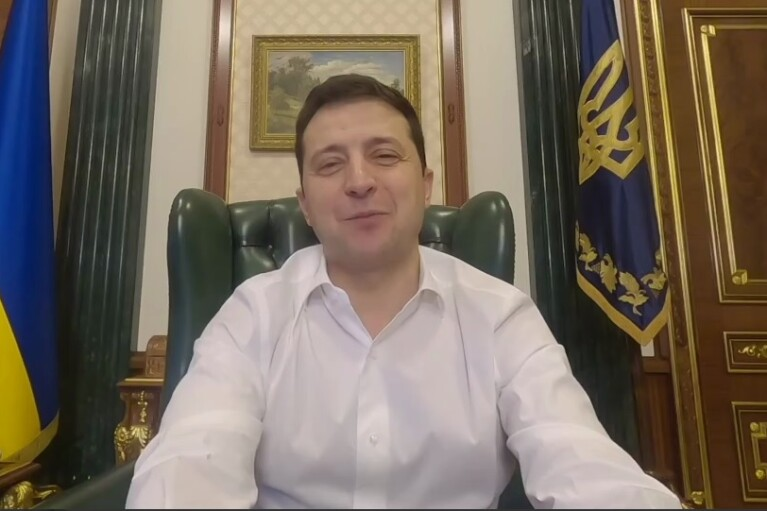 """Зеленский признался, что совершил глупость перед сном, и """"наехал"""" на СМИ (ВИДЕО)"""